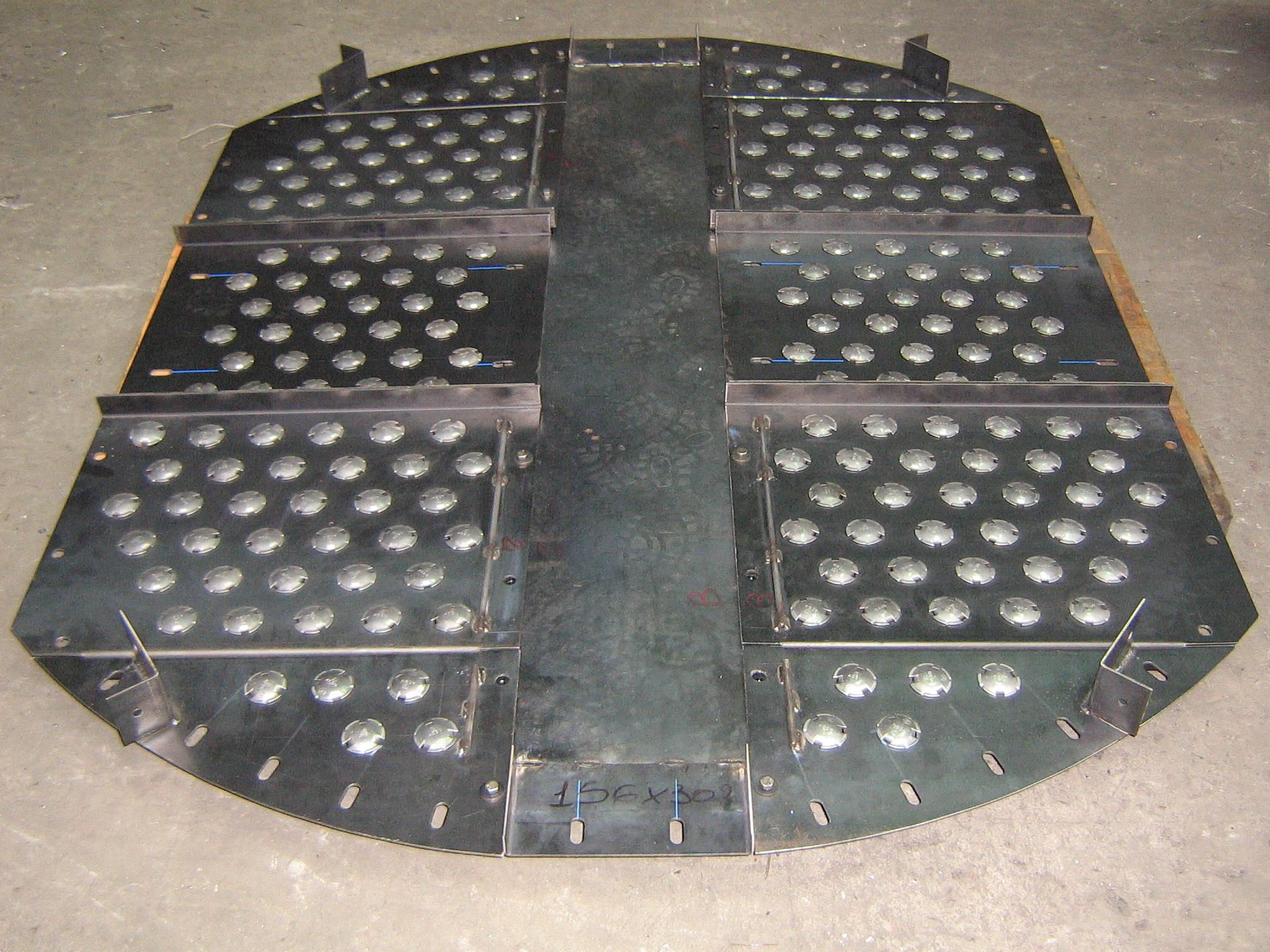 """Platos para torres de destilación en acero al carbono y válvulas en AISI 410 """"S""""."""